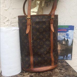 Classic Louis Vuitton Monogram Bucket GM L tote